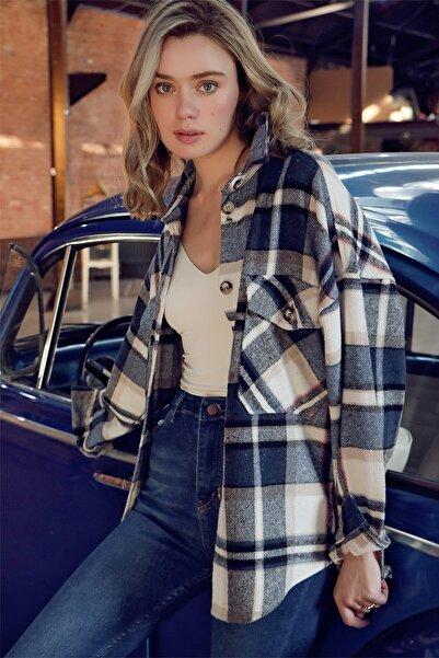 Trend Alaçatı Stili Kadın Lacivert Ekose Desenli Kaşe Pamuklu Oversize Ceket Gömlek ALC-X7142