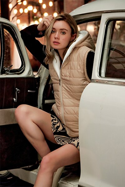 Trend Alaçatı Stili Kadın Bej Kapüşonlu Çift Cepli Paraşüt Kumaş Termal Şişme Yelek ALC-X7179