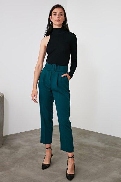 TRENDYOLMİLLA Zümrüt Yeşili Kemer Detaylı Pantolon TWOSS19BB0468