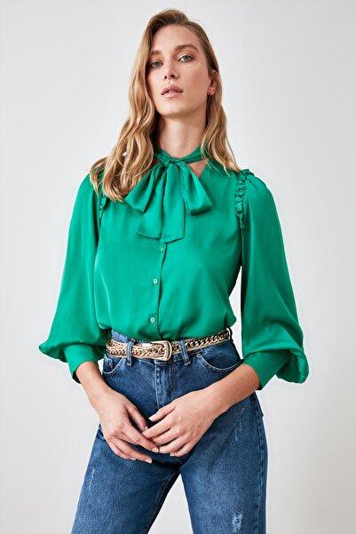 TRENDYOLMİLLA Yeşil Fırfırlı Saten Bluz TWOAW21BZ1079