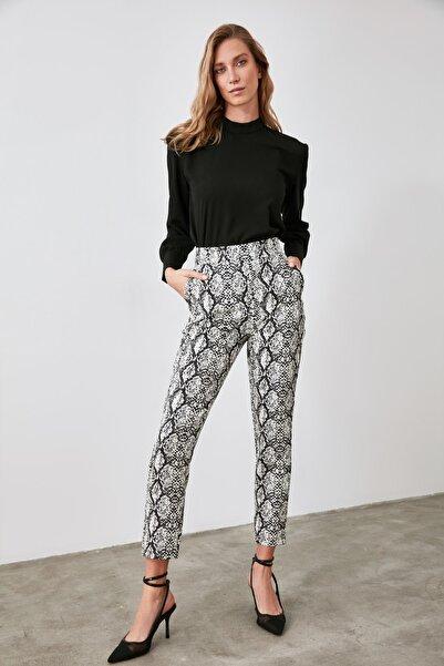 TRENDYOLMİLLA Çok Renkli Yılan Desen Baskılı Pantolon TWOAW21PL0605