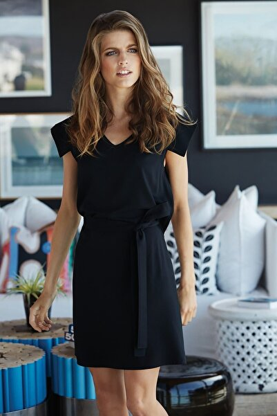Mossta Kadın Siyah Belden Kuşaklı Diz Üstü Elbise