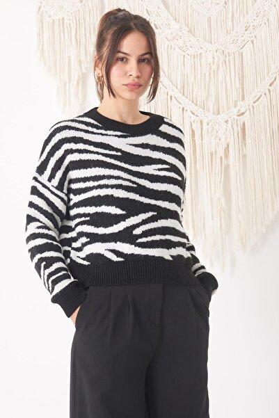 Addax Kadın Siyah Beyaz Zebra Desenli Kazak K3031 ADX-0000020033