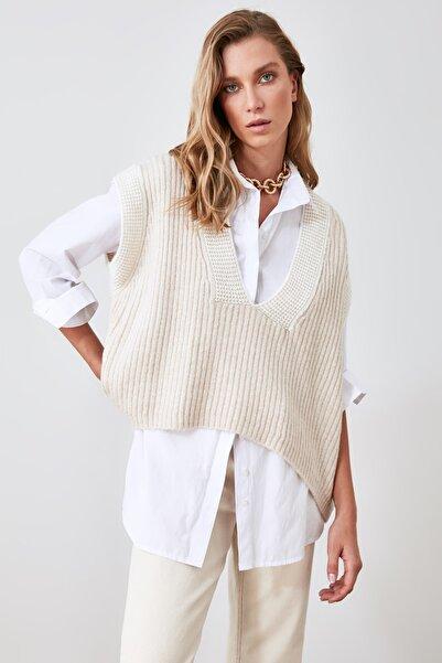 TRENDYOLMİLLA Taş Yaka Detaylı Triko Bluz TWOAW21BZ0014