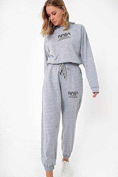Trend Alaçatı Stili Kadın Gri Kapşonlu Baskılı Eşofman Takımı ALC-X5082