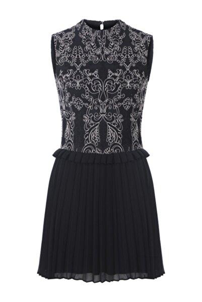 Meltem Özbek Kadın Siyah Dantelli Pilise Detaylı Elbise