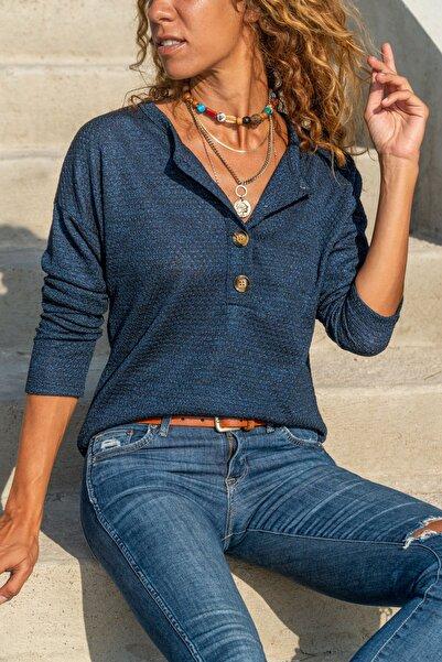 Güneşkızı Kadın Lacivert Kendinden Desenli Düğmeli Salaş Bluz GK-BST2964