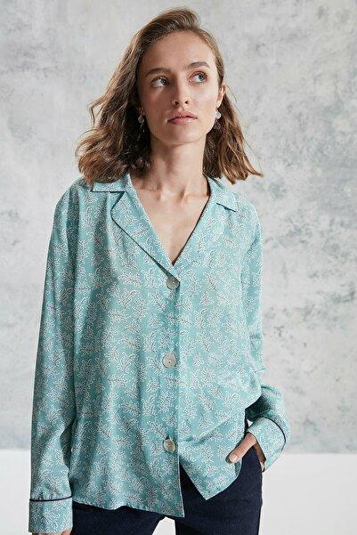 Yargıcı Kadın Yeşil Desenli Ceket Yaka Gömlek 0KKGM6041X