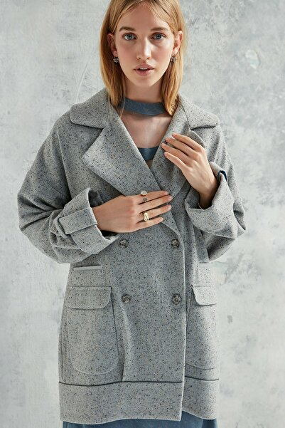 Yargıcı Kadın Gri Kruvaze Sırt Detaylı Palto 0KKPL5103X