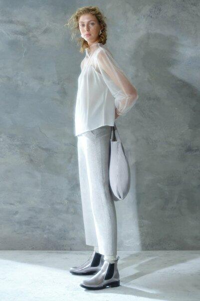 Yargıcı Kadın Beyaz Dik Yakalı Bluz