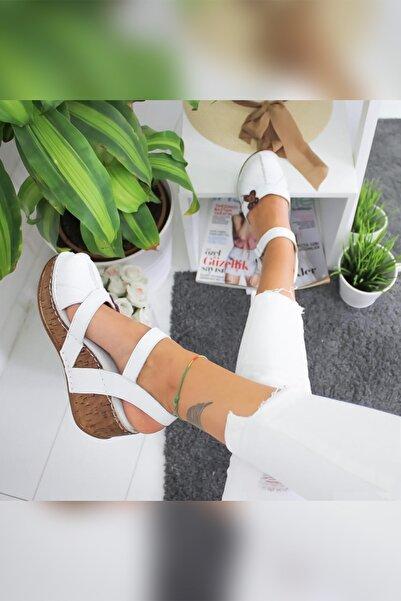 Limoya Kadın Beyaz Hakiki Deri Çiçek Detaylı Burnu Kapalı Dolgu Topuklu Sandalet