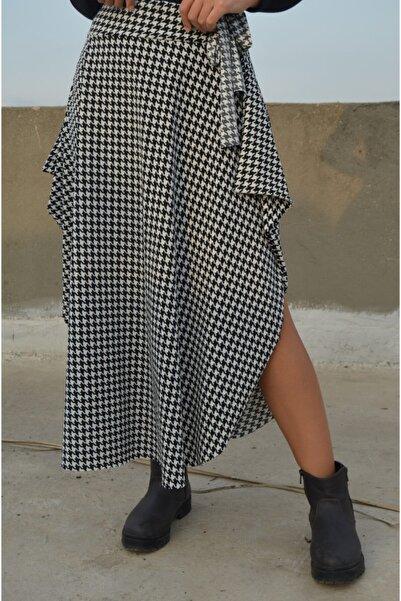 Anka Kadın Siyah Beyaz Asimetrik Kesim Kazayağı Desenli Viscon Etek