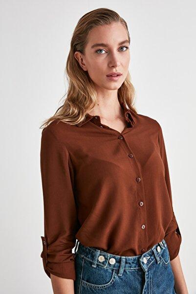 TRENDYOLMİLLA Kahverengi Basic Gömlek TWOSS19ST0226