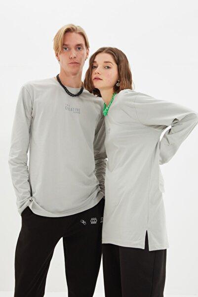 TRENDYOL MAN Gri Unisex Regular Fit T-Shirt TMNAW22TS0177
