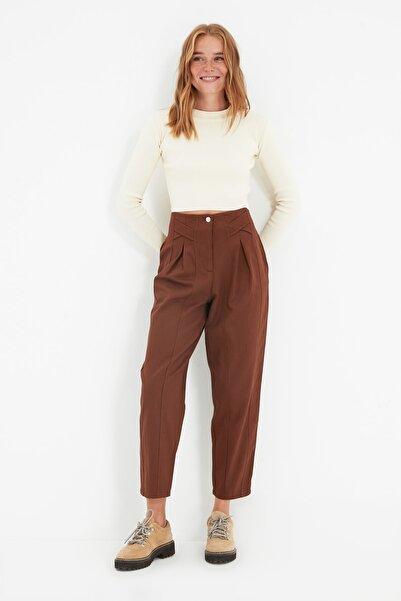 TRENDYOLMİLLA Kahverengi Şeritli Pantolon TWOAW22PL0342
