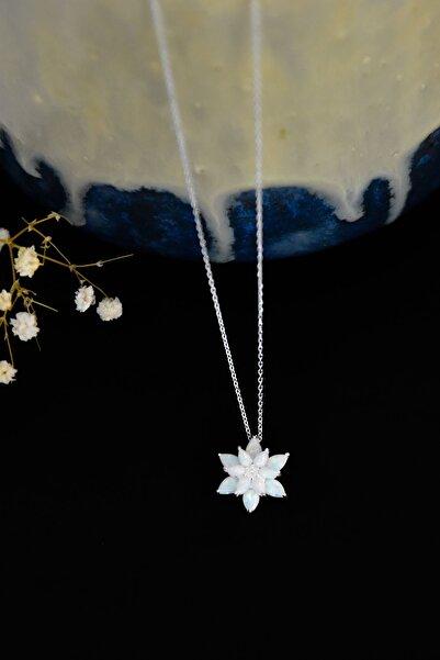 Papatya Silver 925 Ayar Rodyum Kaplama Kadın Beyaz Opal Taşlı Lotus Çiçeği Gümüş Kolye