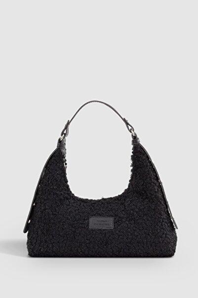 Housebags Kadın Siyah Suni Kürklü Dokuma Baguette Çanta 205