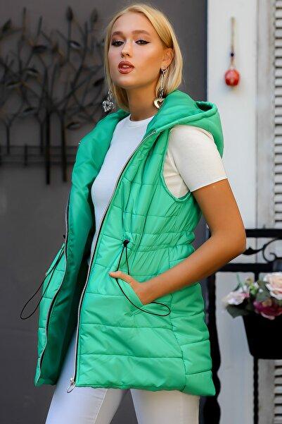 Chiccy Kadın Yeşil Kapüşonlu Beli İp Büzgülü Fermuarlı Cepli Astarlı Uzun Şişme Yelek M10010600YL99820
