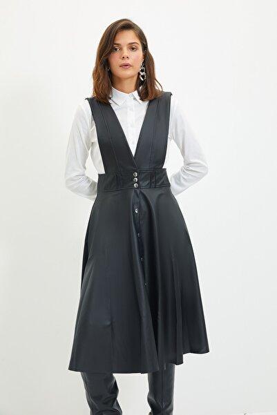 TRENDYOLMİLLA Siyah Deri Görünümlü Jile Elbise TWOSS20EL1330