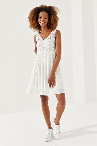 Kadın Beyaz Dantel Askılı Işlemeli Günlük Elbise