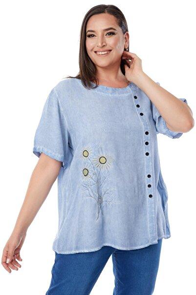 Siyezen Büyük Beden Mavi Önü Düğme Detaylı Papatya Nakışlı Bluz