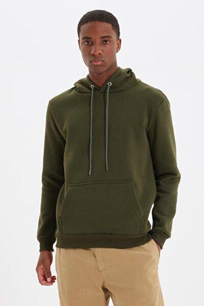 TRENDYOL MAN Haki Erkek Regular Fit Kapüşonlu Uzun Kollu Kanguru Cepli Sweatshirt TMNAW20SW0163