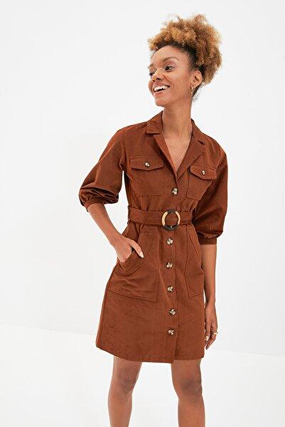 TRENDYOLMİLLA Kahverengi Kemerli Gömlek Elbise TWOAW20EL1156