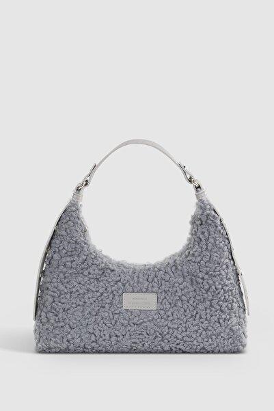 Housebags Kadın Gri Suni Kürklü Dokuma Baguette Çanta 205