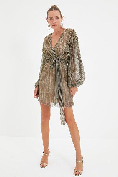 TRENDYOLMİLLA Altın Kuşaklı Parıltılı Elbise TPRAW22EL1905