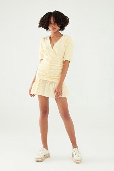 Quzu Gipeli Kruvaze Güpür Elbise Sarı
