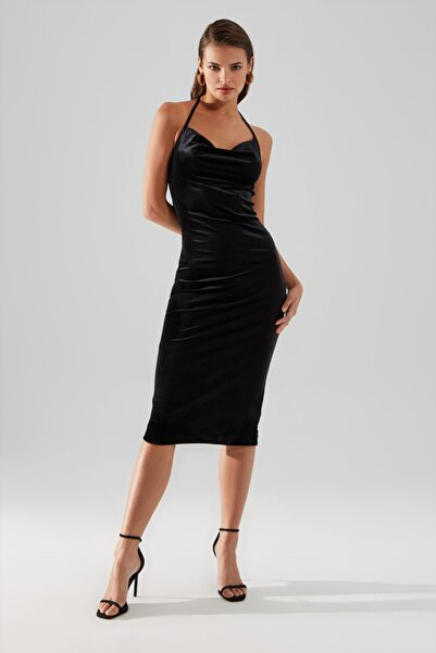 TRENDYOLMİLLA Siyah Askılı Kadife  Elbise TPRAW20EL1441
