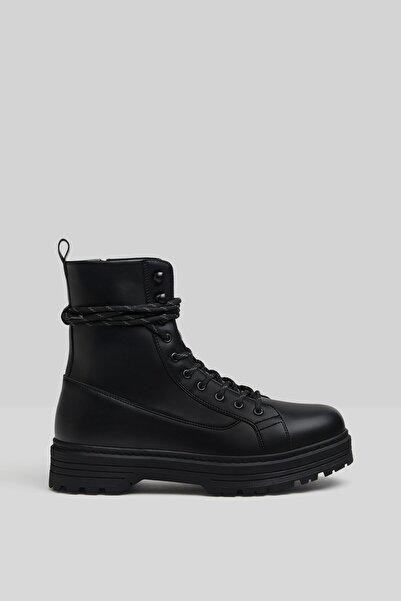 Bershka Erkek Siyah Tırtıklı Tabanlı Bağcıklı Çizme 12000660