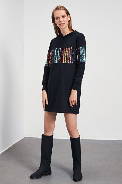 TRENDYOLMİLLA Siyah Payetli Sweat Örme Elbise TWOAW21EL2106