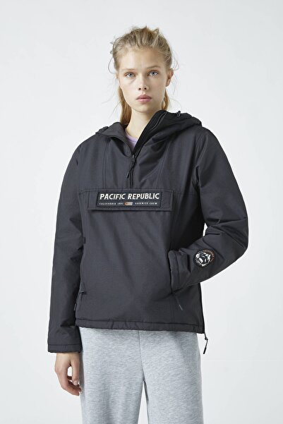 "Pull & Bear Kadın Siyah ""Pacific Republic"" Logo Baskılı Kanguru Mont 09710333"