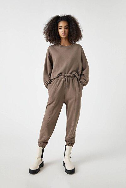 Pull & Bear Kadın Boz Gri Paçaları Elastik Jogging Fit Pantolon 04676303