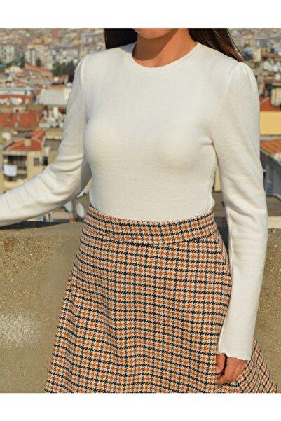 Anka Kadın Beyaz Omuz Büzgü Detaylı Uzun Kollu Body