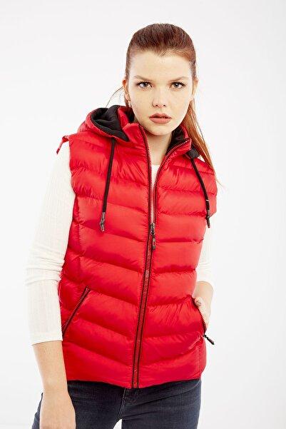 DYNAMO Kadın Kırmızı Kapüşonlu Şişme Yelek Kapüşon İçi Polar 5000