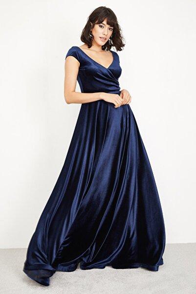 Lafaba Kadın Lacivert Uzun Kloş Kesim Kadife Abiye Elbise