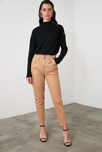 TRENDYOLMİLLA Hardal Beli Lastikli Yüksek Bel Mom Jeans TWOAW21JE0681