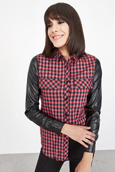 Lafaba Kadın Kırmızı Pitikare Desenli Deri Kollu Gömlek