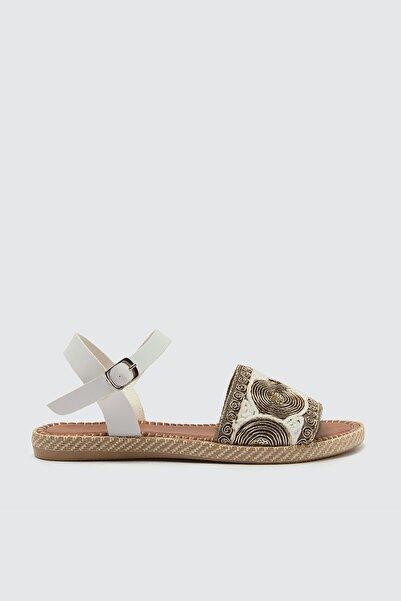 TRENDYOLMİLLA Beyaz Etnik Detaylı Kadın Sandalet TAKSS21SD0015