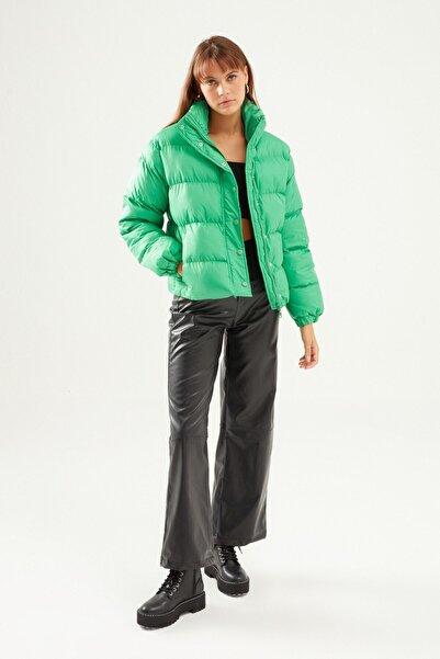 Quzu Kadın Kısa Şişme Mont Yeşil