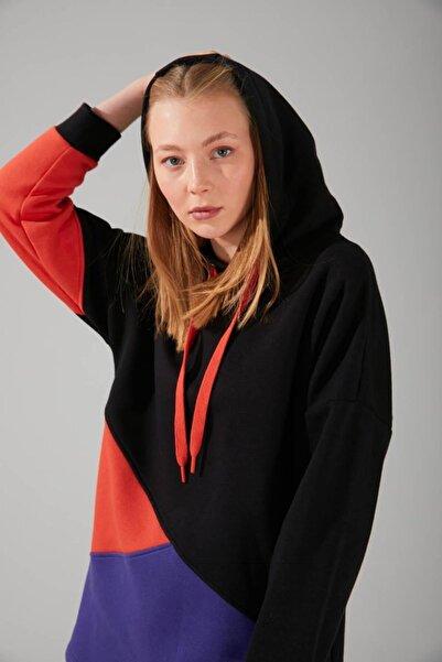 Mizalle Parçalı Çok Renkli Siyah Sweatshirt