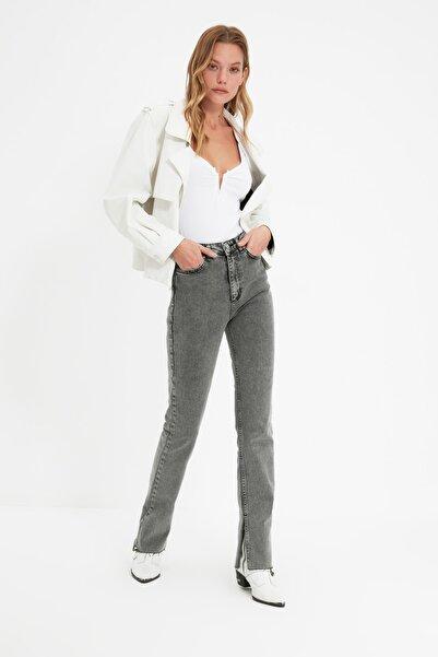 TRENDYOLMİLLA Gri Yırtmaçlı Yüksek Bel Slim Flare Jeans TWOAW22JE0382