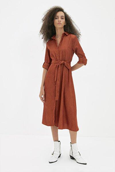 TRENDYOLMİLLA Kahverengi Kuşaklı Kadife Elbise TWOAW20EL1926
