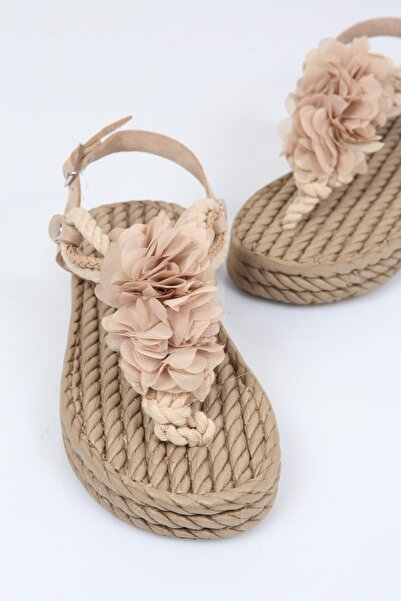 Capone Outfitters Capone Hasır Parmak Arası Çiçekli Kadın Sandalet