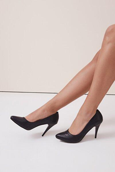 Gusto Sivri Burunlu Stiletto - Siyah