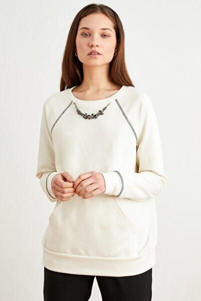 Love My Body Kadın Kemik Yakası Aksesuar Detaylı Sweatshirt