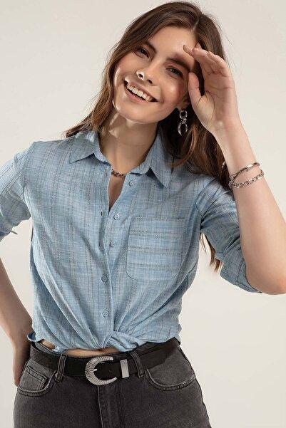Kadın Açık Mavi Cepli Katlanabilir Kollu Gömlek Y20S110-3639
