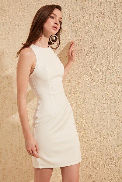 Beyaz Çapraz Askılı Elbise TWOSS19WX0101